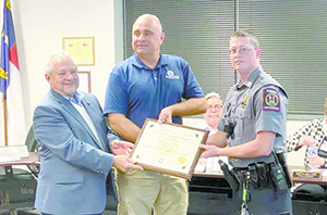 Officer Tuttle Receives Certificate