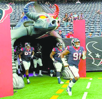 NFL's Carlos Watkins feeding Houston truckers